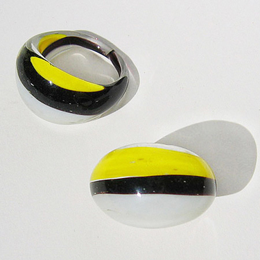 Gul-Svart-Vit Glasring Small
