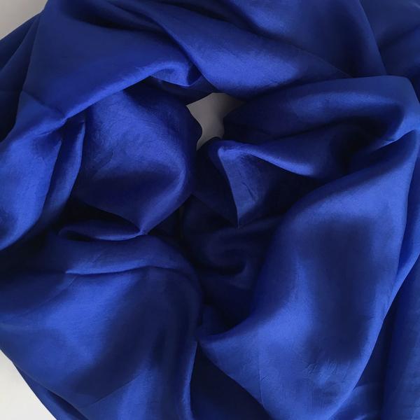 Djupblå Sidensjal Isabelle