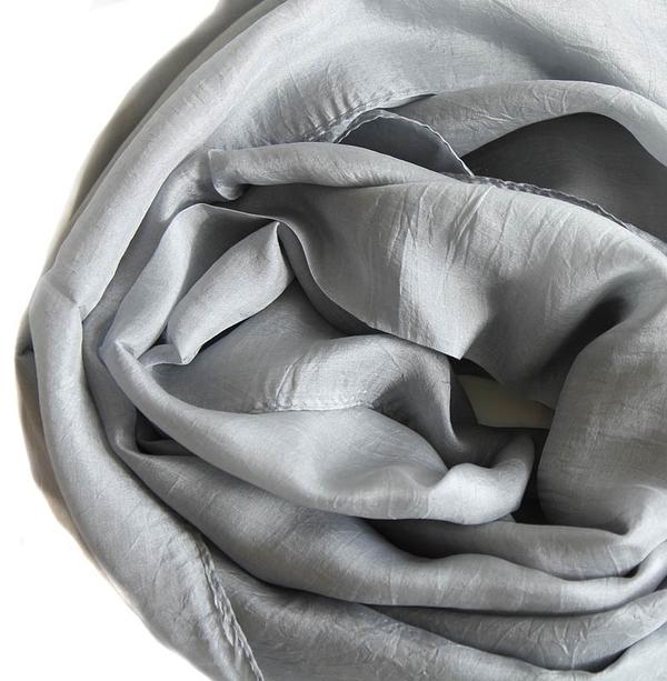 Silvergrå Sidensjal Belle
