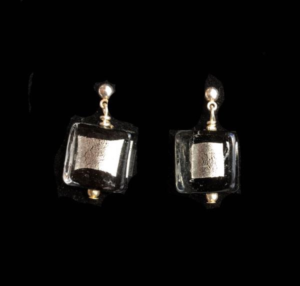4-kant Svart-Silver Örhänge Skimra Mini