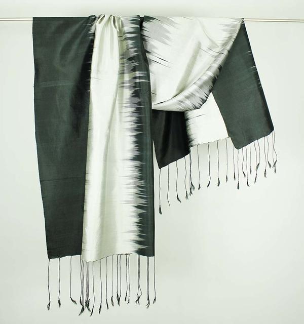 Drama Silkes Ikat Svart-Silver