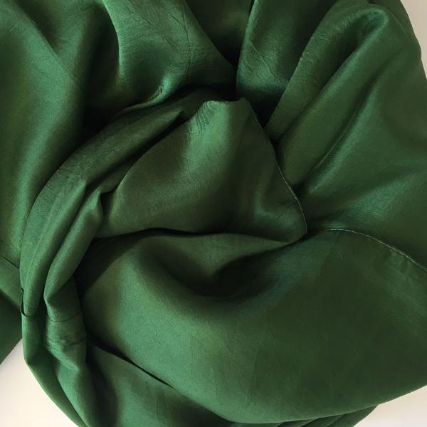 Mörkt Grön Sidensjal Belle